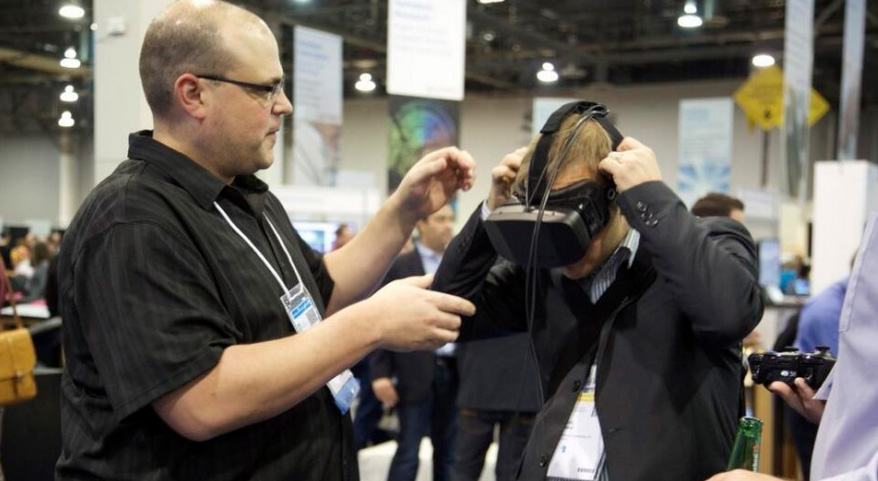 Oculus Rift virtual reality for trade show booth marketing and sales